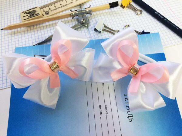 Школьный бант Аниме белый с розовой лентой